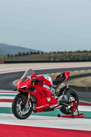 02_DUCATI-PANIGALE-V4-R-ACTION_UC69237_Mid.jpeg